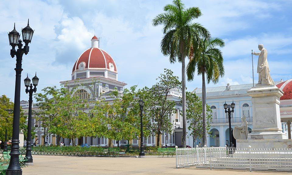 Vista-del-parco-Jose-Marti-in-Cienfuegos-Cuba