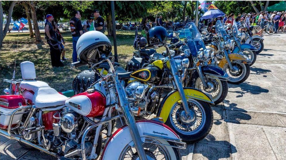 Raduno Harley Davidson a Cuba